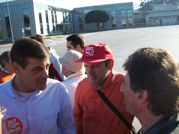 Vicente Rivas no centro da imaxe
